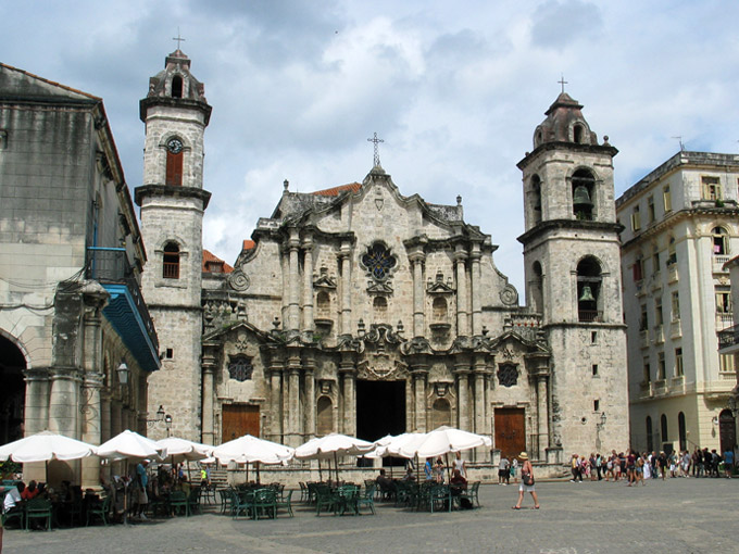 Cathedral Square, a recreational and touristic site in Havana