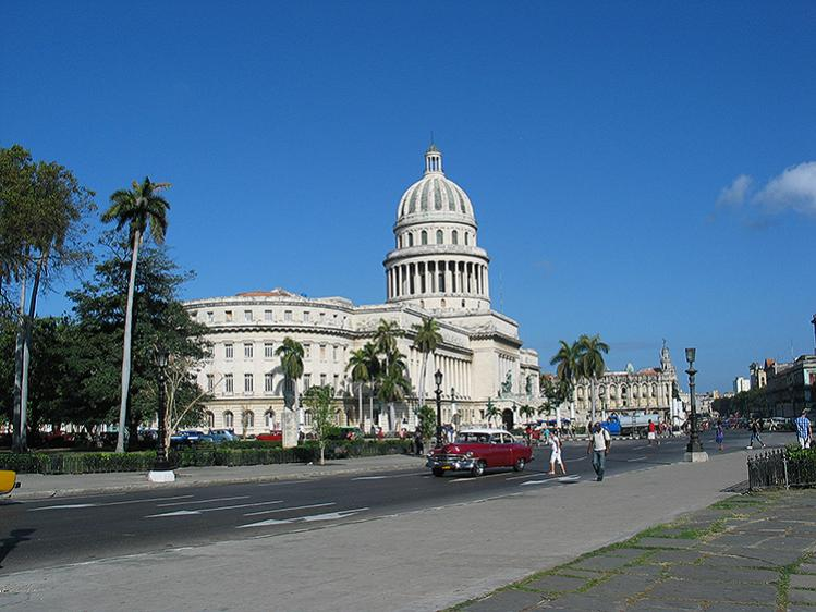 Capitol impressive overview, headquarters on many years of Congress and other government agencies. Attractive building for its luxurious interiors and because around of it, brings together the most diverse and colorful characters of Havana.