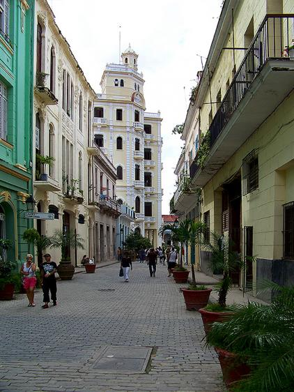Mercaderes street Mercaderes street Welcomes travelers with its colonial mansions, museums and restaurants where you can enjoy the most authentic cuban food flavored with the most traditional Cuban trova music. Leads to the Plaza Vieja square.