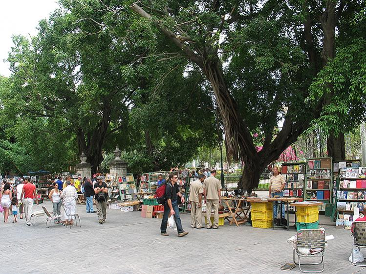 Here in the Plaza de Armas square meet many traders who offer for sale all kinds of antiques, from cameras with more than 100 years until rare and interesting books you will not find in any bookstore.