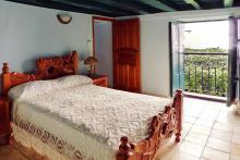 Hostel San Ignacio, in Old Havana has a main bedroom with a balcony to the street